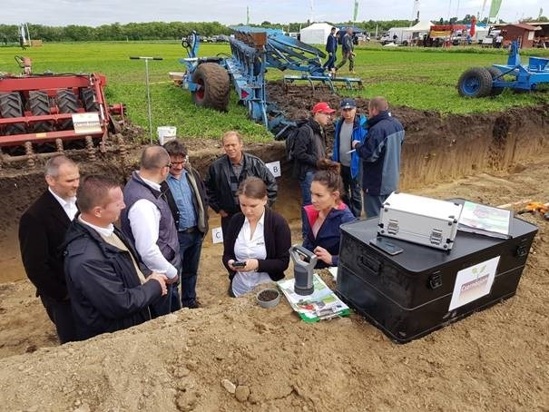 Successful soil profile demonstration at Hungarian field days