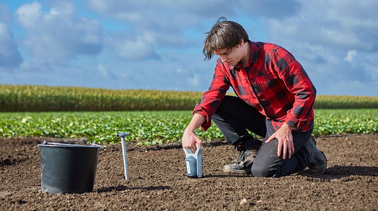 Now available in Hungary: real-time soil testing with SoilCares Scanner
